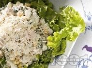 Салата от рулца от раци, грах, царевица, яйца, сирене моцарела и майонеза
